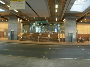 t14-canary-wharf-station-entrance_b